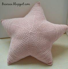 Cojines con forma de estrellas de ganchillo,