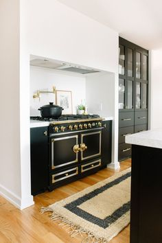 The La Cornue stove was the jumping-off point for the room's color scheme | archdigest.com