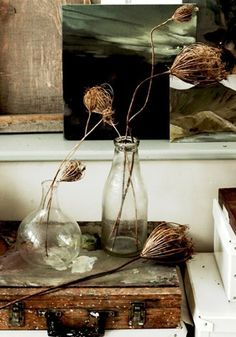 painter's case splattered in paint, salvaged glass bottles used as vases and dried flowers Wabi Sabi, Rama Seca, Turbulence Deco, Boho Vintage, Still Life Photos, Arte Floral, Still Life Photography, My New Room, Dried Flowers