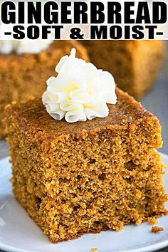 Quick and easy gingerbread recipe, made with simple ingredients. This old fashioned, classic gingerbread cake is soft, moist, loaded with molasses & spices. Köstliche Desserts, Holiday Baking, Christmas Desserts, Christmas Baking, Dessert Recipes, Christmas Recipes, Easy Christmas Cake Recipe, Christmas Bread, Easy Cake Recipes