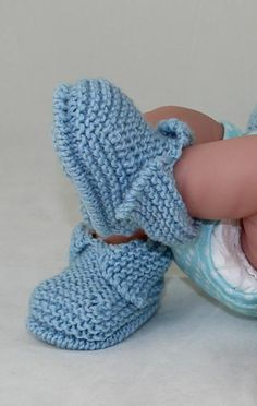 Knitting Patterns Booties This is my Baby's First Booties knitting pattern.Ravelry: Baby's First Booties pattern by Christine Grant Baby Booties Knitting Pattern, Knitted Booties, Crochet Baby Booties, Baby Knitting, Knit Baby Shoes, Crochet Shoes, Christmas Knitting Patterns, Easy Knitting Patterns, Baby Patterns