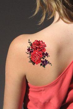 Red Flower Back Tattoo Ideas for Women - Beautiful Floral Shoulder Tat - ideas de tatuaje de regreso a la flor roja para niñas adolescentes - www.MyBodiArt.com #tattoos