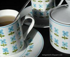 We love seeing vintage Mikasa dinnerware in use, like this Sachets pattern tea set.
