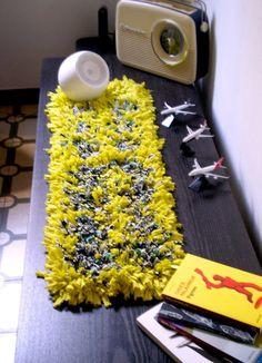 Camino de Mesa en tonos de Amarillo, confeccionado en tela de totora