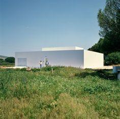 Minimalist white house in Spain - Casa cuadrada blana de estilo Minimalista