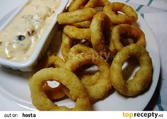 Cibulové kroužky z trouby recept - TopRecepty.cz Czech Recipes, Russian Recipes, Ethnic Recipes, Savoury Baking, Onion Rings, Vegetable Recipes, Pizza, Food And Drink, Appetizers