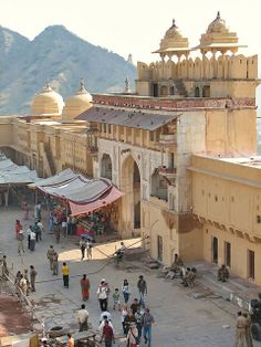 Fort Entrance, Jaipur, India Mughal Architecture, Ancient Architecture, Pakistan Travel, India Travel, Varanasi, Rishikesh, Places To Travel, Places To See, India Street
