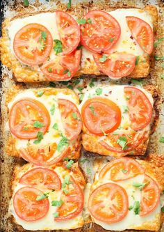 Super Easy Tomato Cheese Toasts http://www.recipes-fitness.com/super-easy-tomato-cheese-toasts/