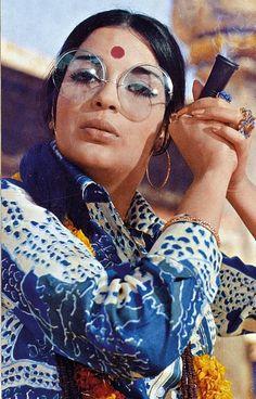 Zeenat Aman Bollywood actress and sex symbol in the film Hare Rama Hare Krishna Bollywood Outfits, Bollywood Fashion, Bollywood Stars, Bollywood Actress, Bollywood Makeup, India Fashion, 70s Fashion, Look Fashion, Vintage Fashion