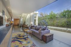 Inside Celebrity Homes: Emilia Clarke Brand New LA Home | #celebritiesathome #celebrityhousepictures #emiliaclarke #starshomes | See also: http://www.celebrityhomes.eu/