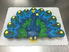 Peacock cupcake cake made with 24 cupcakes and buttercream icing by Laurie Grissom