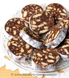 as minca o felie de tort diplomat zice petruta dinu Romanian Desserts, Romanian Food, Easy Sweets, Sweets Recipes, Delicious Deserts, Yummy Food, Slow Cooker Recipes, Cooking Recipes, Hungarian Recipes