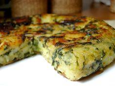 Tortilla de espinacas y queso  (1 atado de espinacas, 1 cebolla, 1 pimiento verde, 3 huevos, Queso magro en cubitos, Sal y pimienta)