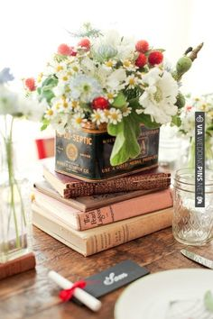books + flowers | VIA #WEDDINGPINS.NET