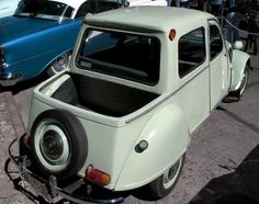 Citroën Citroneta Type Pickup 1961 (chassis and engine made in France, bodyword designed and produced in Arica Chile Citroen Ds, Psa Peugeot Citroen, Classic Trucks, Classic Cars, Weird Cars, Crazy Cars, Small Cars, Vintage Trucks, Car Humor
