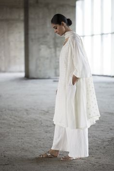 SUSTAIN LOOKBOOK A soft silhouette in handwoven muslin and chanderi with chikankari embroidery.