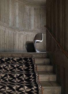staircase, wood, rug // Ruy Teixeira