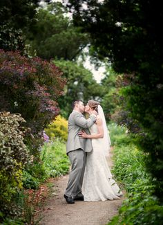Oatlands Historic House & Gardens- May 2015 outdoor garden wedding; Borrowed & Blue; bride and groom portrait; kiss; Lovesome Photography.