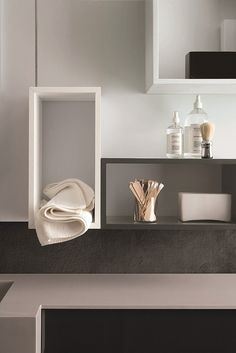 Magnetika: the bathroom becomes creative and customizable. A magnetic system on which to apply mirrors, towel rails, storage compartments @rondadesignsrl