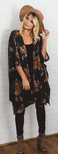 A floral kimono is our go-to for an effortlessly cool #fall outfit! #fashion #style #fall #outfits