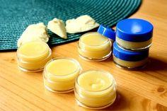 DIY błyszczyk do ust super odżywczy Diy Beauty, Beauty Hacks, Natural Cosmetics, The Balm, Diy And Crafts, Food Porn, Herbs, Homemade, Perfume