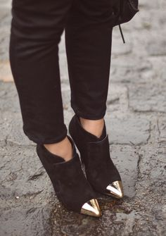 These booties are adorable! I want them.