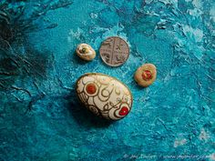 Hand painted British pebbles - beautiful, natural decorative stone with 2 tiny 'babies'
