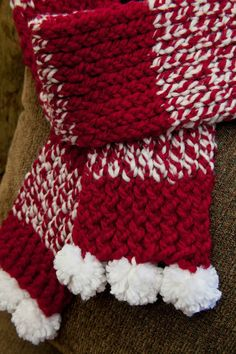 LOOM KNIT HOLIDAY SCARF pattern. thismomentisgood.blogspot.com. #loomknitting #holidayknits #scarf