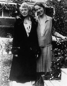 نتيجة بحث الصور عن rare pictures of amelia earhart family Amelia Earhart, Evelyn Nesbit, Female Pilot, Susan Sontag, Rare Pictures, Best Selling Books, Photos Of Women, Ladies Party, Historical Photos