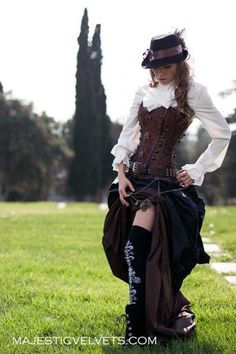 Safari Steampunk Anyone? Steampunk is a rapidly growing subculture of science fiction and fashion. Steampunk Cosplay, Viktorianischer Steampunk, Steampunk Dress, Steampunk Clothing, Steampunk Gadgets, Steampunk Outfits, Steampunk Halloween Costumes, Gypsy Clothing, Steampunk Necklace