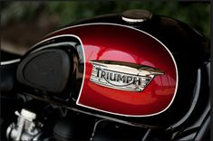 2014 Triumph Bonneville T100..Jet Black/Cranberry Red