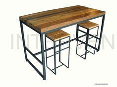 Mesa alta con reposa pies y patas regulables Interven industrial Hierro y madera recuperada de 5 cm de espesor aprox. Medidas: 140 x 70 x h90 cm