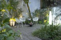 Fulham courtyard garden at night Townhouse Garden, London Townhouse, Clay Pavers, Brick Pavers, Fulham, Building A Basement, Outdoor Gardens, Courtyard Gardens, Outdoor Seating