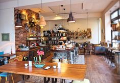 5 tolle Kaffeehäuser in Wien: Da musst du hin! - The Chill Report Liquor Cabinet, Furniture, Home Decor, Coffee Cafe, Cup Of Coffee, Decoration Home, Room Decor, Home Furnishings, Home Interior Design