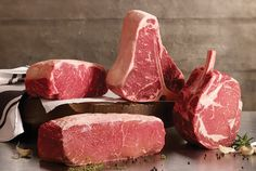 If you love steak, you need to try these 5 epic steak cuts! From Wagyu to Omaha-Cut Ribeye, these steak cuts are as impressive as delicious! Beef Sirloin, Beef Tenderloin, Beef Steak, Porterhouse Steak, How To Grill Steak, Carnes Premium, Frozen Beef, Omaha Steaks, Meat Recipes