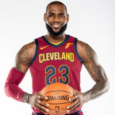 Professional basketball player, LeBron James, has a healthy lifestyle on his side. Read our article to get an in-depth overview of LeBron James workout routine, diet, and choice of supplements. Nba Players, Basketball Players, Perfect Image, Perfect Photo, Lebron James Workout, Love Photos, Cool Pictures, Lebron James Family Foundation, Overhead Press