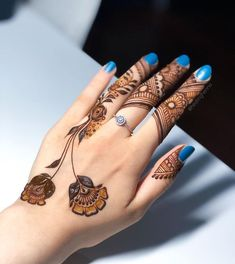 Floral Henna Designs, Henna Tattoo Designs Simple, Simple Arabic Mehndi Designs, Finger Henna Designs, Back Hand Mehndi Designs, Latest Bridal Mehndi Designs, Mehndi Designs Book, Mehndi Designs For Beginners, Mehndi Design Photos