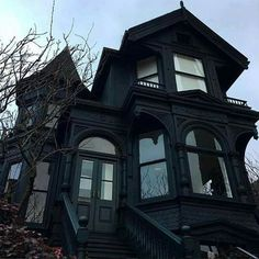 House of my dreaaaaams 😍 Gothic Mansion, Gothic House, Gothic Interior, Interior Office, Modern Interior, Interior Design, Creepy Houses, Casas The Sims 4, Dark House