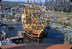 Photo by David Eppen Disney Pics, Disney Disney, Disney Pictures, Disney Stuff, Disneyland Rides, Disneyland Castle, Vintage Disneyland, Disney Castles, Disney Illustration