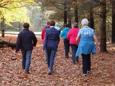 Hoeveel minuten wandel jij per dag? Leeftijd is geen excuus om niet te lopen. Het levert namelijk vele voordelen op! - Zelfmaak ideetjes Om