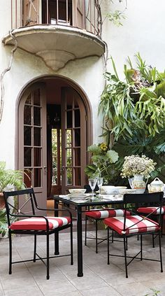 The Roma Dining Collection pays homage to Roman classicism, with purity of form and meticulous craftsmanship. | Frontgate: Live Beautifully Outdoors
