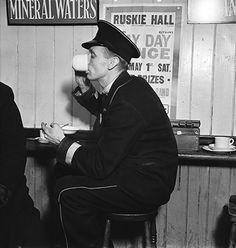 Drinking tea in the busmans' canteen, London, c.1936 Photograph:E.O. Hoppé Estate Collection