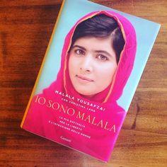 """""""La Pace in ogni casa: questo è il mio sogno. L'istruzione per ogni bambino e bambina del mondo. Sedermi a scuola e leggere libri insieme a tutte le mie amiche è un mio diritto"""" (Malala Yousafzai Premio Nobel Per La Pace)  Oggi nella Giornata Internazionale Dei Diritti delle Bambine cara Malala mi ispiro a te!  #Unicef #giornatadellebambine #malala #iosonomalala #bambine #istruzione #nosposebambine #ambasciatricedipace #pace #peace #natasciapane"""