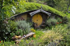 die besten 25 hobbit zu hause ideen auf pinterest hobbit h user hobbit haus innen und. Black Bedroom Furniture Sets. Home Design Ideas
