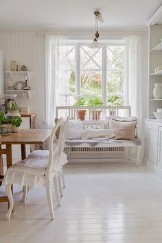 The kitchen and pantry from 'Jennys home and harmony - Decorating with Feng Shui: ' Country Cottage Living, French Country Dining, Cottage Style, Swedish Interiors, Estilo Shabby Chic, French Style Homes, Country Interior, Swedish House, Scandinavian Home