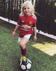 """55.7 k mentions J'aime, 901 commentaires - L'atelier de Roxane ~ Officiel (@roxane.lmp) sur Instagram : """"⚽️Louane a fait son premier test de foot aujourd'hui ! Oui, elle est toujours aussi indécise dans…"""""""