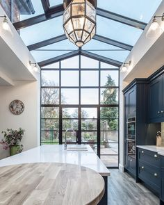 33 Inspiring Conservatory Kitchen Design Ideas - People build conservatories for many reasons. Traditional conservatories served as greenhouses that were attached to homes to cut down on building cos. Style At Home, Conservatory Kitchen, Conservatory Design, Casa Loft, House Goals, My New Room, My Dream Home, Home Renovation, Home Fashion