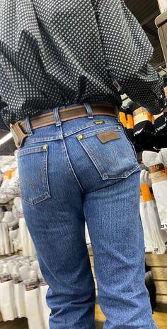 Hot Country Men, Country Boys, Country Music, Tight Jeans Men, Men's Jeans, Cowboys Men, Bear Men, Men In Uniform, Wrangler Jeans