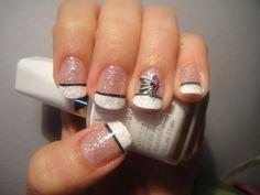Sassy and Glamorous DIY Nail Art GLittery!