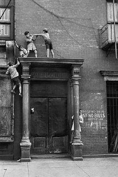 Kids over doorway. Helen Levitt.  http://laurencemillergallery.com/artist_levitt.html